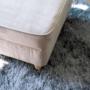 Kép 13/13 - RUFINO Puff elegáns stílusban,  05 taupe bézses szürke szín+ bükkfa lábak